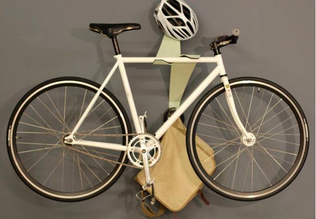 capaz de atraer miradas sin una bici reposada en sus brazos es en s mismo un diseo atractivo a la vista simtrico pero catico limpio y curioso